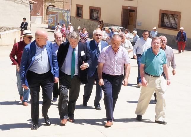 Carnero inaugura un área de descanso del Camino en Santervás