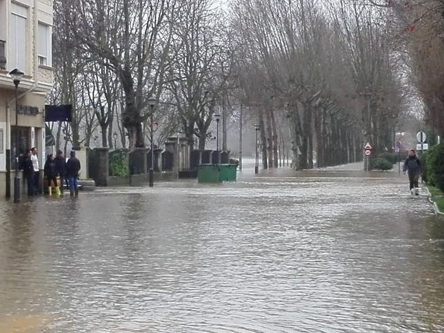 El desbordamiento del Nela inunda Villarcayo