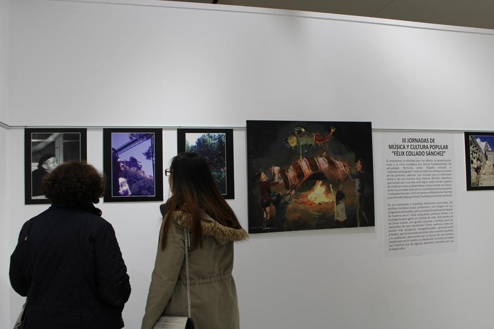 La exposición 'Despoblación, crisis ecológica e identidad' se puede visitar hasta el día 17 en el auditorio de Tarancón.