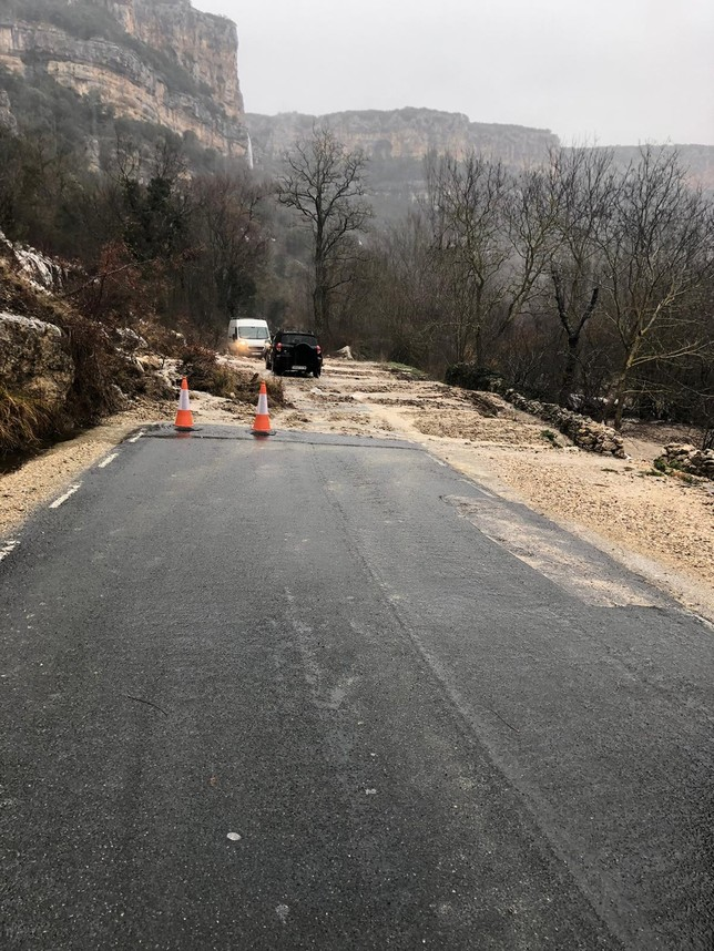 Cae parte de ladera de la carretera de Orbaneja a Escalada  Chema