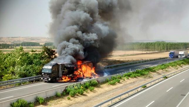 El camión en llamas.