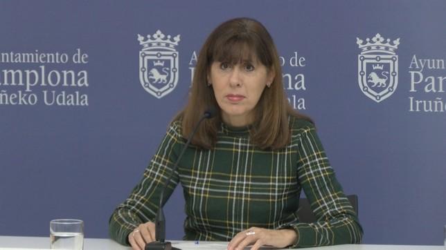 La portavoz del PSN en el Ayuntamiento, Maite Esporrín, en la rueda de prensa que ha ofrecido este miércoles