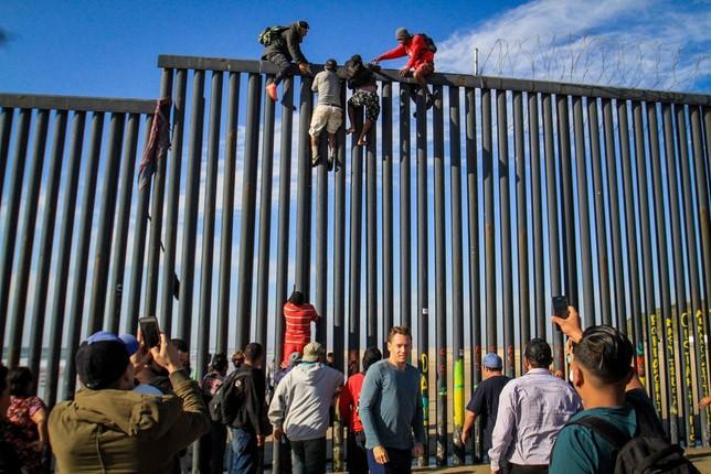 Trump podrá usar fondos del Pentágono para pagar el muro