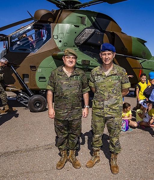 El coronel subdelegado de Defensa con el teniente coronel jefe del BHELA-I Rueda Villaverde