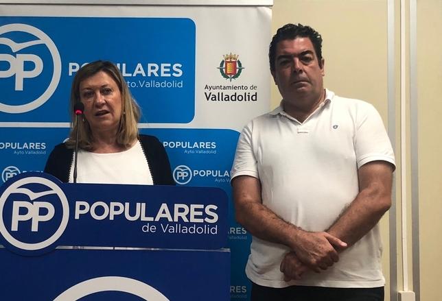 Del Olmo y Gutiérrez Alberca, durante la rueda de prensa del PP en el Ayuntamiento de Valladolid.