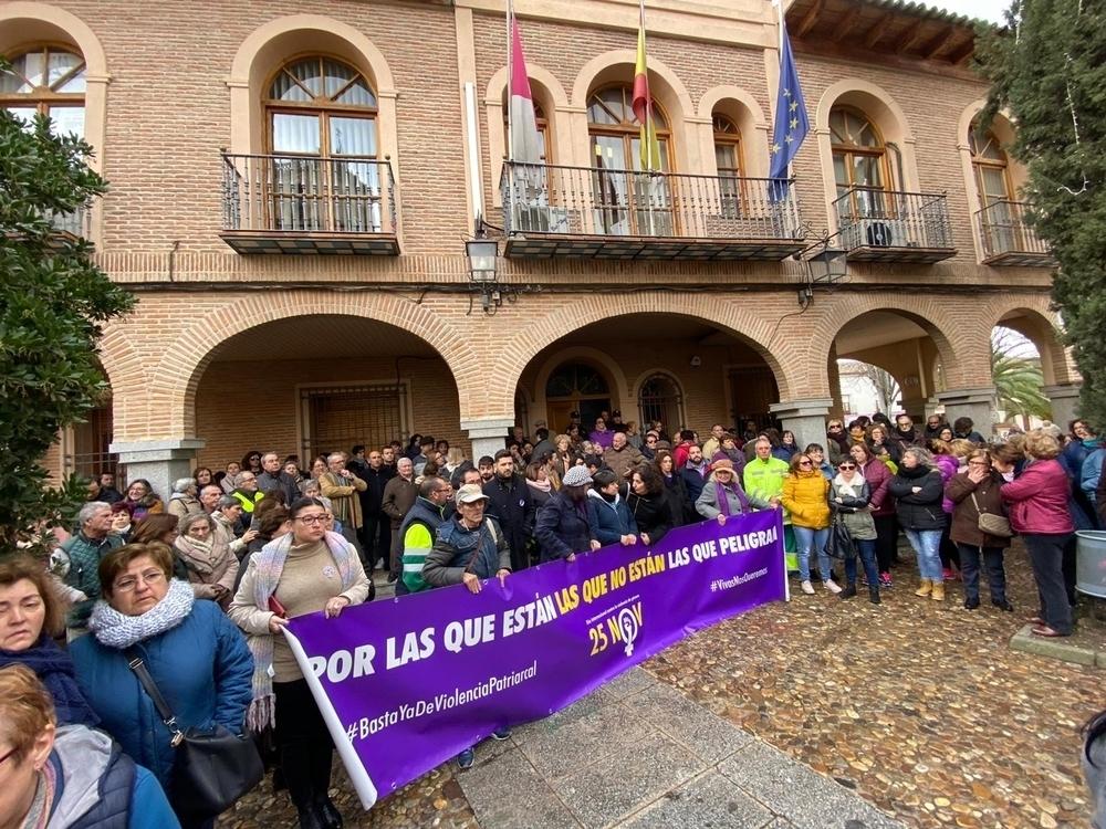 Minuto de silencio en La Puebla de Almoradiel