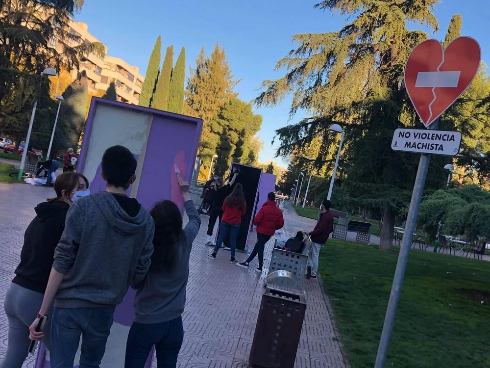 Puertas violetas para liberarse de la violencia en Torreón