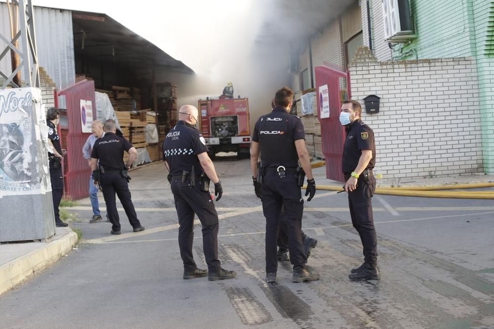 Aparatoso incendio en una empresa de madera de Ciudad Real