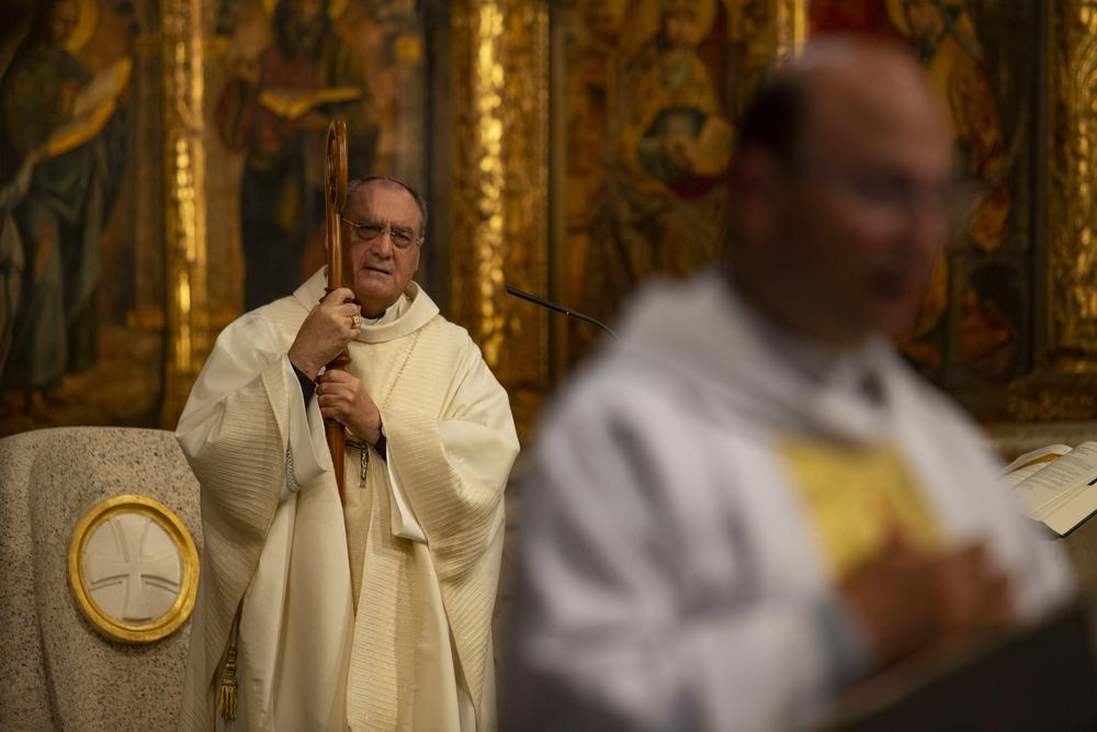 El Obispo de Ávila presidió emocionado y agradecido su primera misa tras su alta hospitalaria y lo hizo abogando por la «unidad» de todos ante de excepcional situación que atraviesa el país.