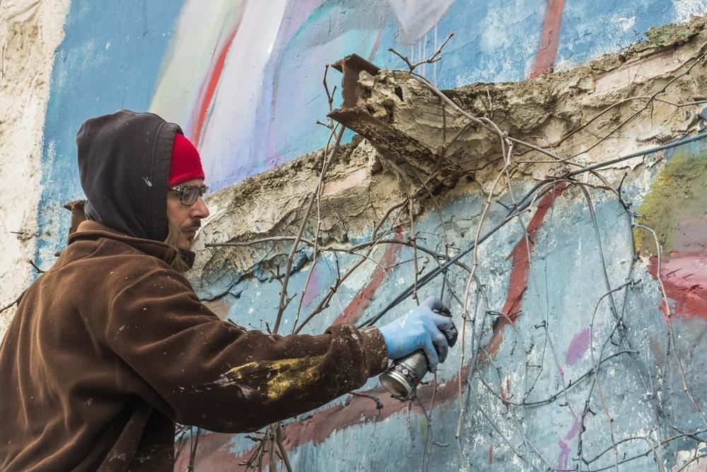 El pintor Laguna paga 3.440 euros por hacer un mural 'ocupa'