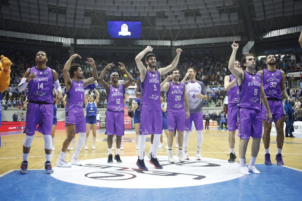 Los jugadores del San Pablo celebran el triunfo ante el Bandirma.