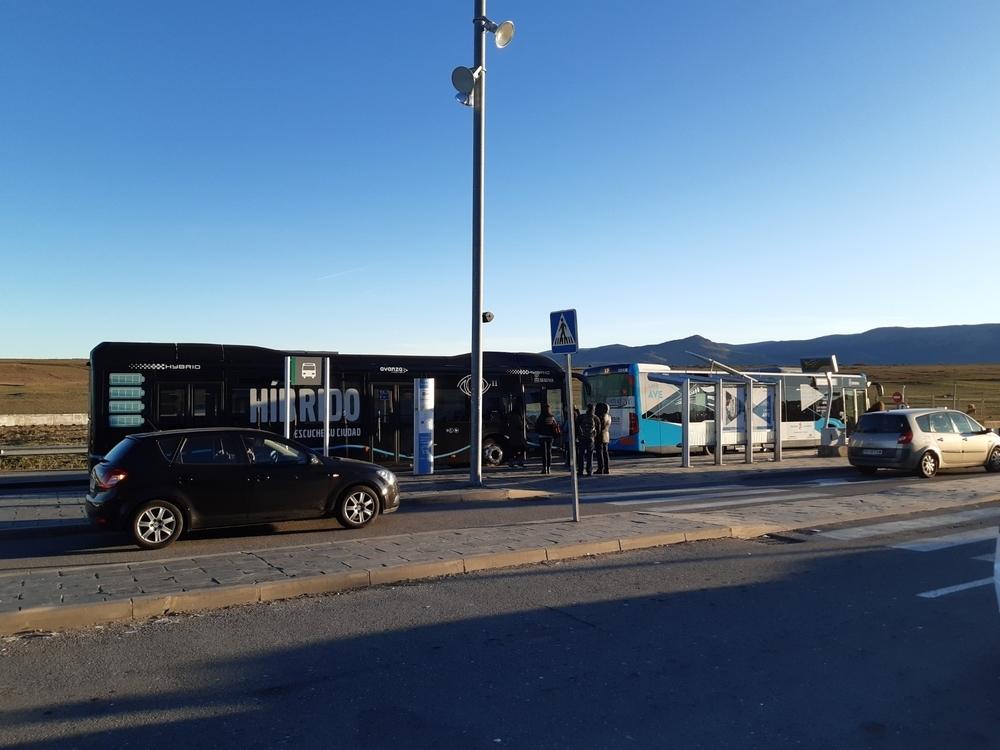 Avanza rueda en Segovia con un bus negro en pruebas