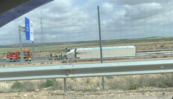 Fallece el conductor de un camión en accidente en la A-15