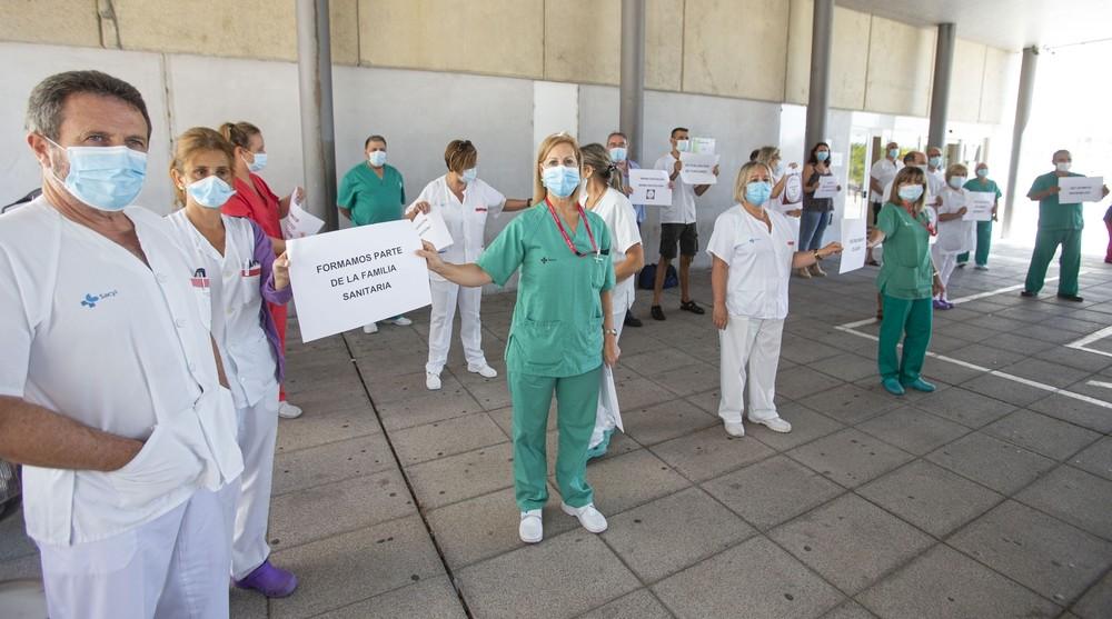 Los celadores piden su consideración como personal de riesgo