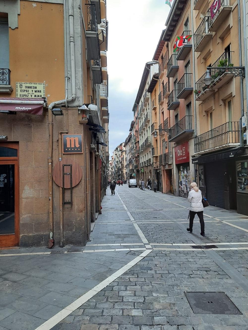 Navarra amanece confinada y con los bares cerrados