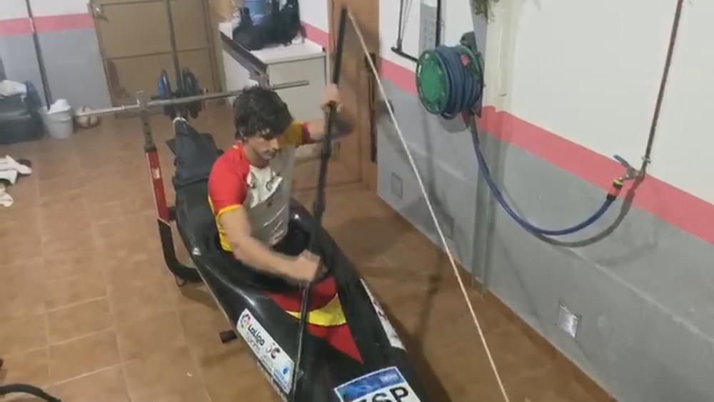 (VÍDEO): Así entrena el piragüista David Llorente en casa