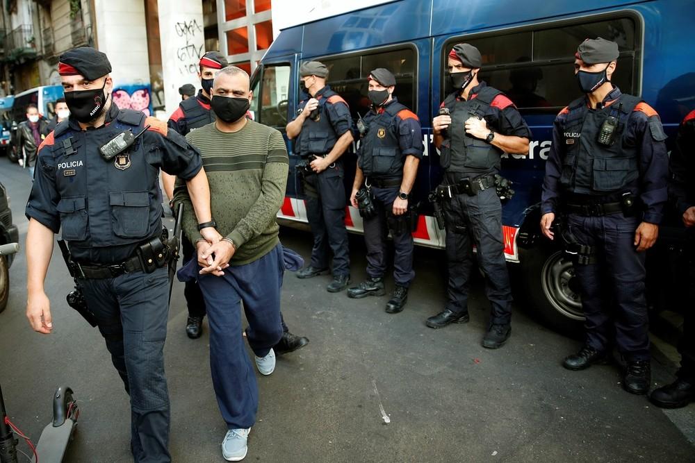 51 detenidos en un golpe contra el narcotráfico en el Raval