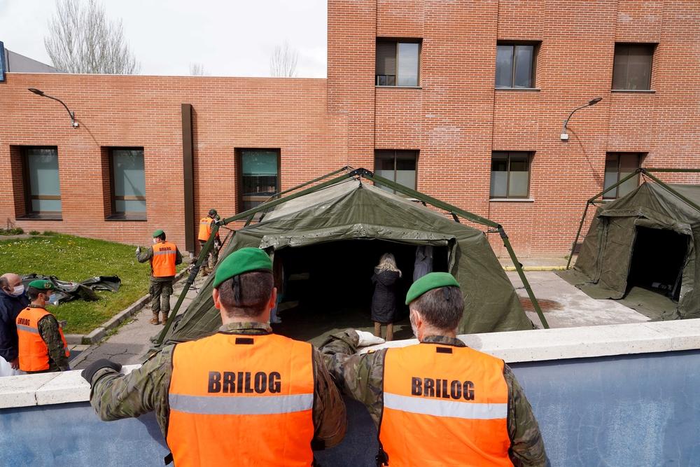 La Brilog realiza la instalación de carpas en el hospital de Medina del Campo