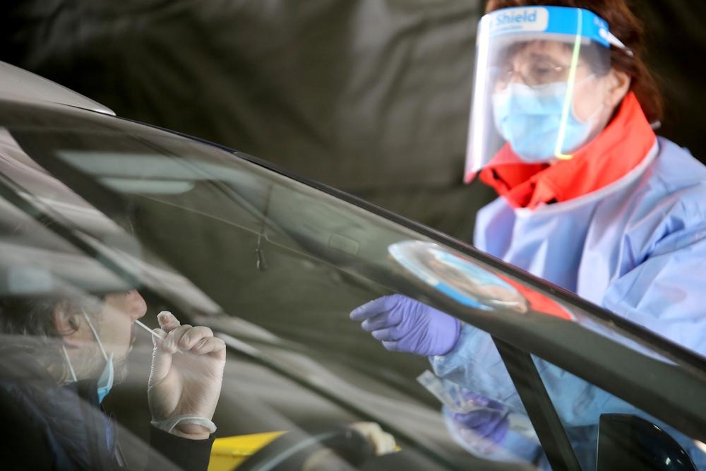 Realización del test Covid-19 desde el coche en el hospital Río Hortega
