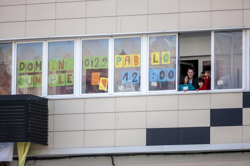 Lavaderos se asoma a la ventana y felicita al pequeño Pablo