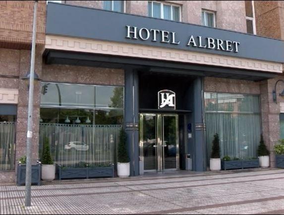 Sanitarios siguen alojados en el Hotel Albret por prevención