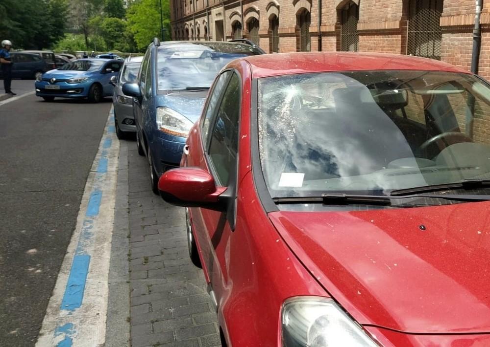 Cortan la calle Veinte de Febrero por la caída de cascotes