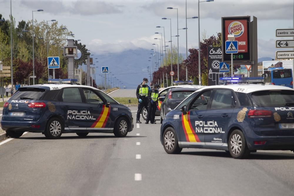 Control de la PolicÁa Nacional en la  avenida de Juan Carlos I.