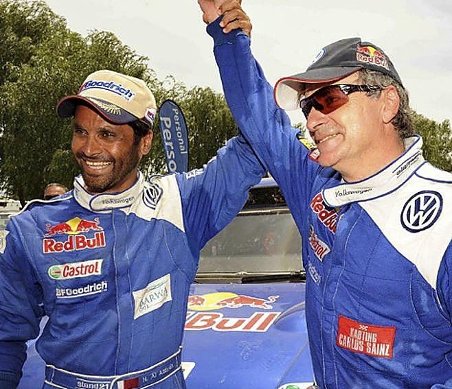 Nasser Al-Attiyah ya se rindió ante Sainz tras su primer título en el Dakar en 2010.