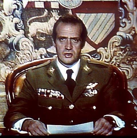 Don Juan Carlos, dirigiéndose al país la noche del 23-F.
