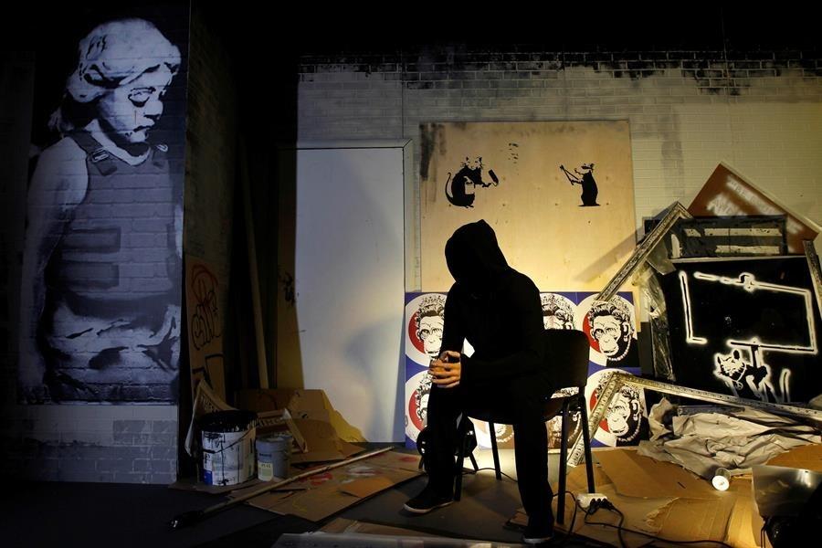 La mezcla perfecta y responsable: Banksy, metro y mascarilla