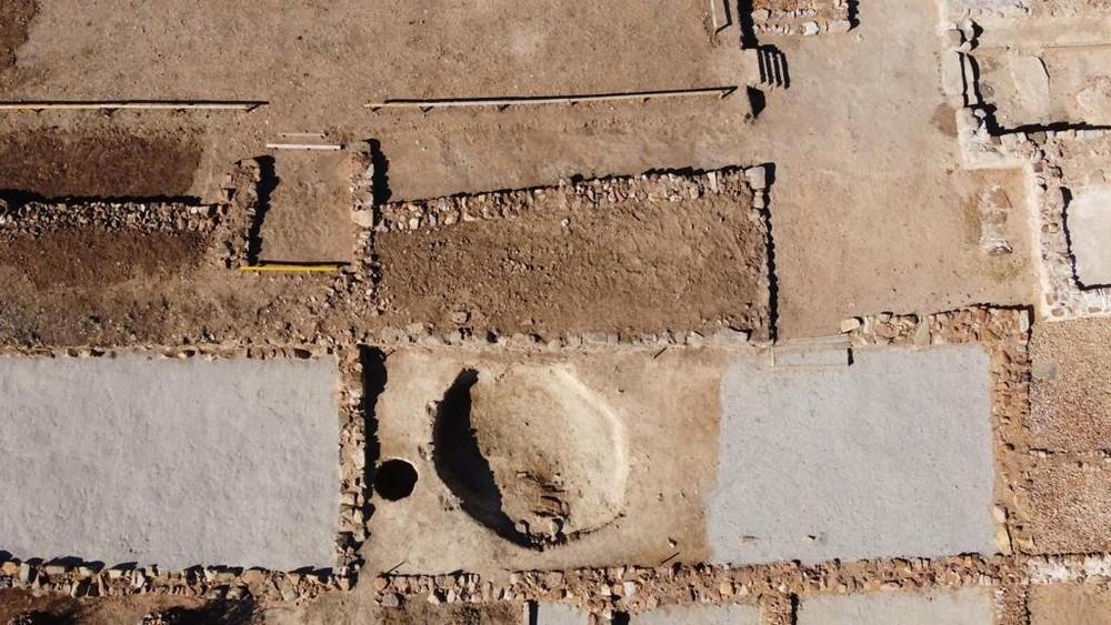 Imagen aérea en la que puede apreciarse el ligero rehundido donde era instalado el papilio.