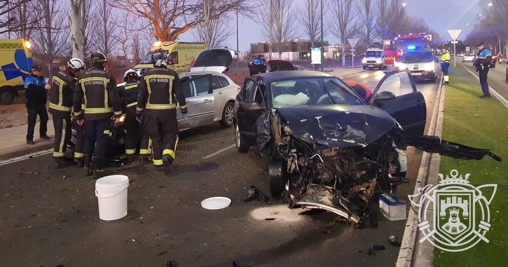 El accidente ha tenido lugar más allá del desvío a la derechapara dirigirse hacia el polígono de Villalonquéjar.