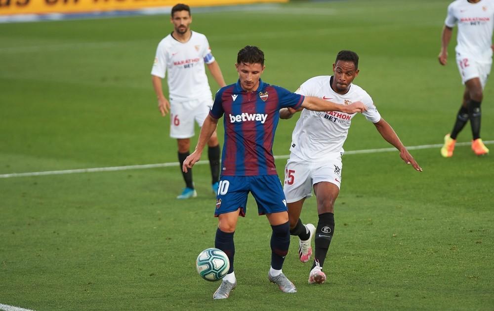 El Sevilla cede un empate ante el Levante en La Nucía