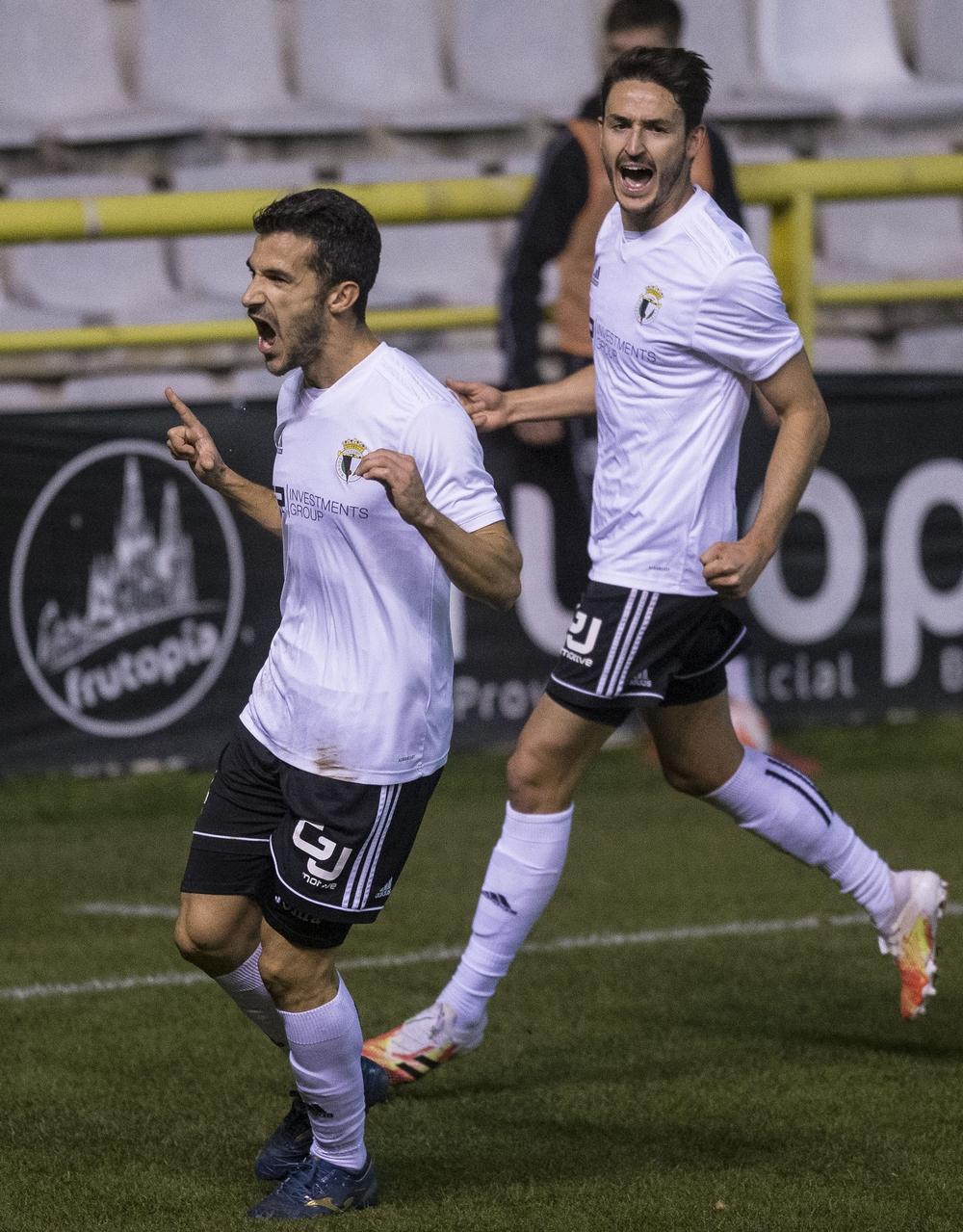 Míchel Zabaco celebra el 1-0 anotado ante el Marino de Luanco el pasado sábado.