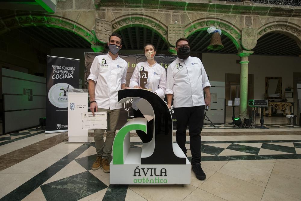 La chef Diana Díaz se alza con el I Premio del Concurso Nacional de Cocina de Ávila Auténtica con un especial 'Caldo untuoso de cebolla con garbanzos y queso'.