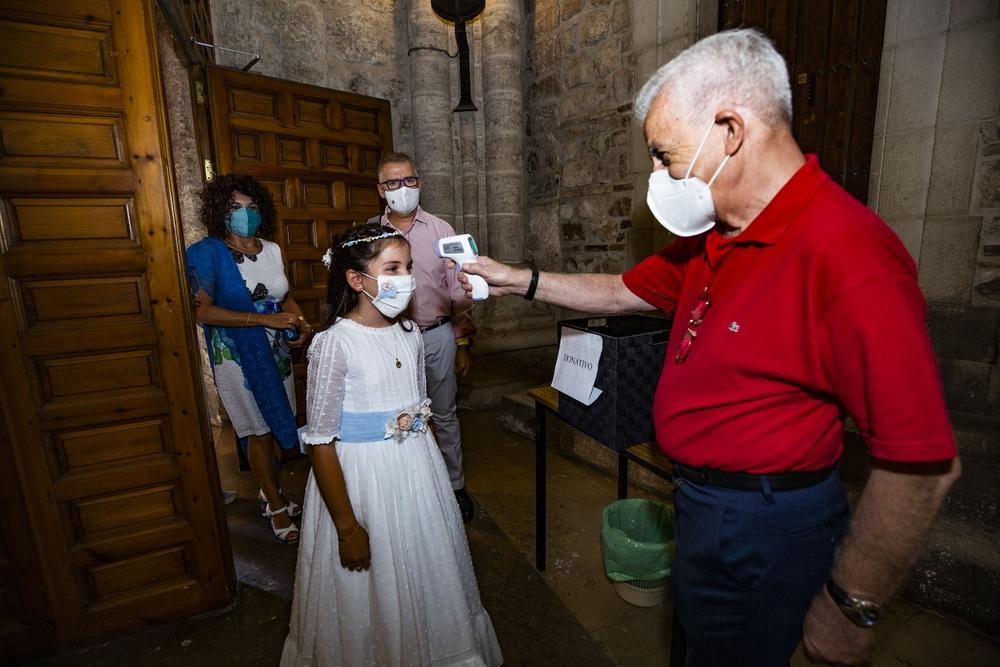 coronavirus, pandemia, primera comunión de una miña después del confinamiento, Claudia sánchez primera niña que hace la comunión en ciudad real durante el coronavirus