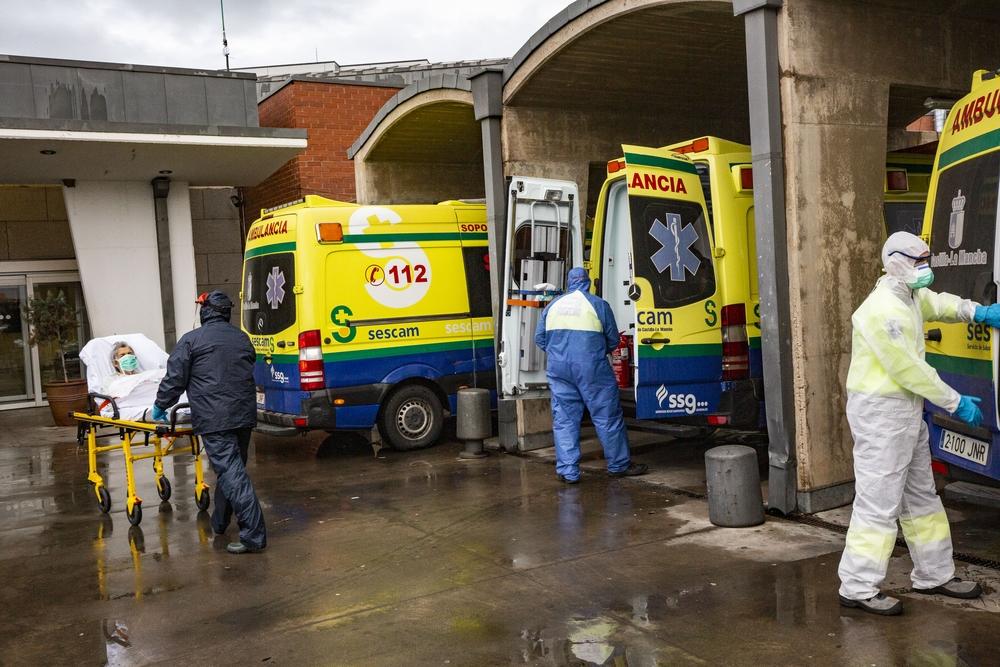 coronavirus, urgencias del hospital de Ciudad Real, ambulancias, donación de material al hospital, apalusos de la PolicÁa Local de Ciudad real