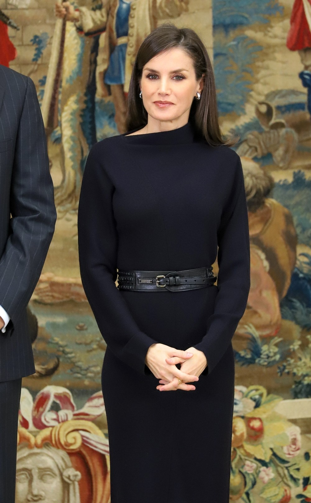 La Reina Letizia deslumbra en color negro