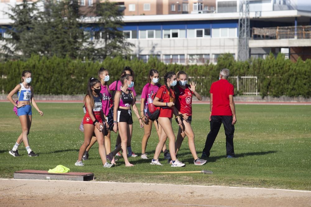 Atletismo en la Ciudad Deportiva bajo estrictas medidas de seguridad.