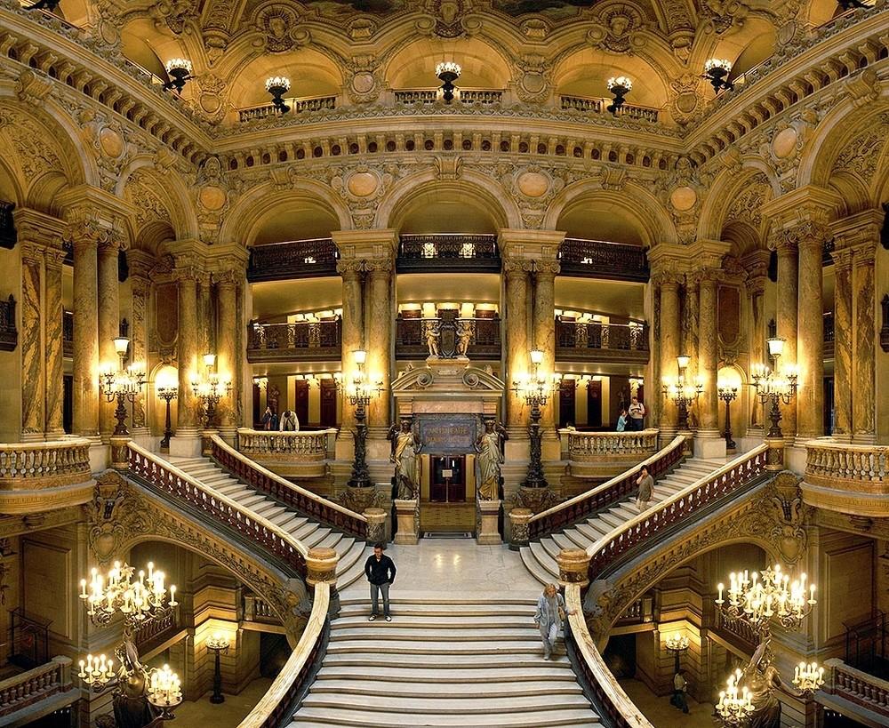 Escalinata de la Ópera de París, obra de Charles Garnier.