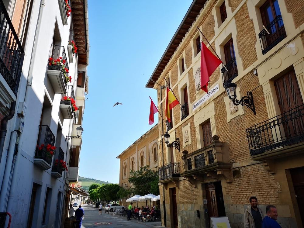 Banderas a media asta en Navarra en el primer día de luto