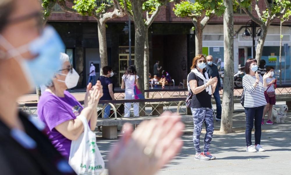 Minuto de silencio en el Ayuntamiento de Logroño por las víctimas del Covid-19