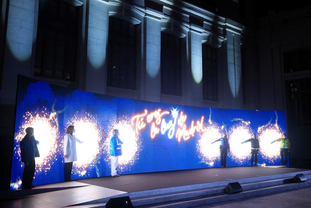 Ceremonia de encendido navideño en la capital