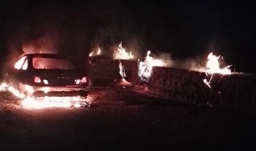 Coche quemado el pasado otoño a las afueras de Valladolid (zona sur), tras una de sus oleadas de robos nocturnos.