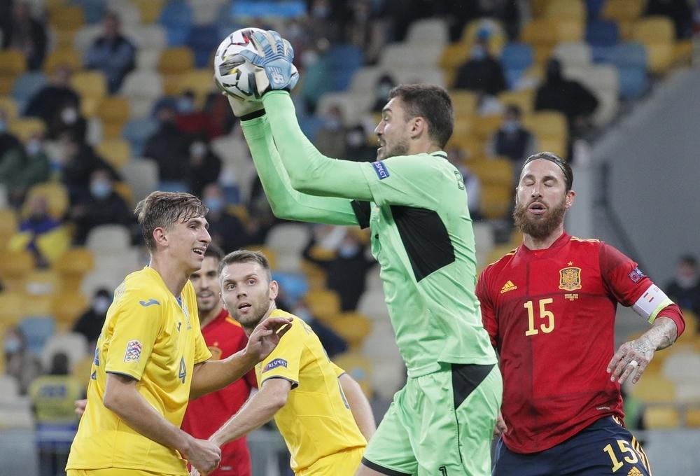 España cae en Kiev