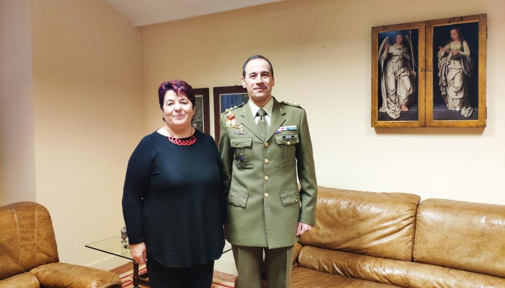 El coronel Serrano junto a la alcaldesa