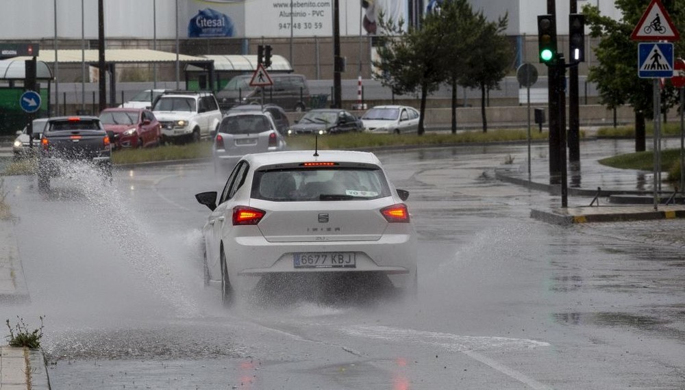 10 minutos de intenso granizo en la capital