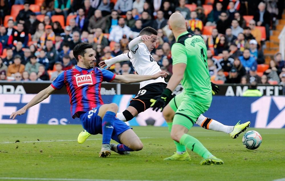 El Valencia se lleva los tres puntos en un igualado duelo