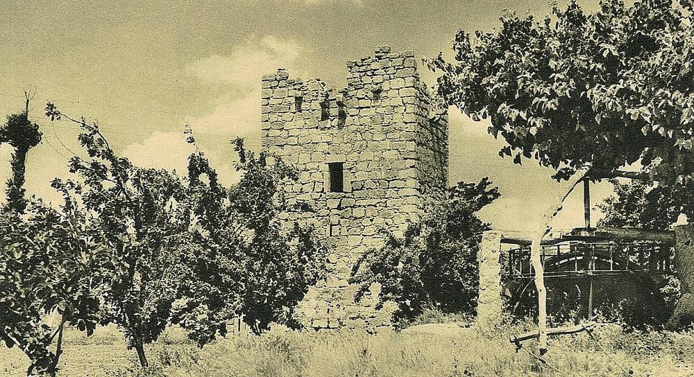 Torre del castillo de Mazarambroz.