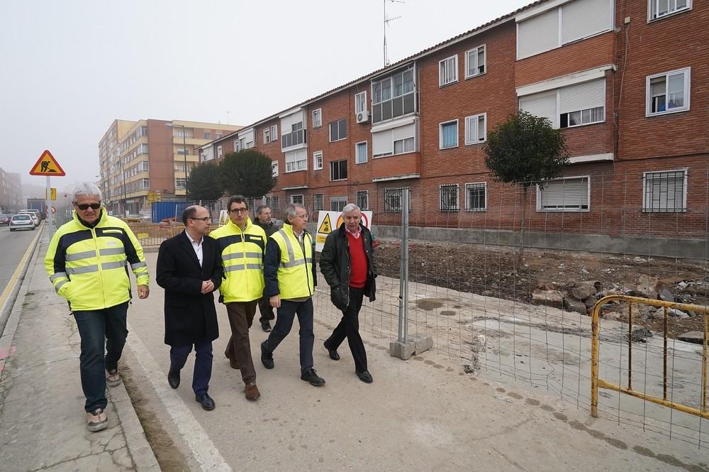 Vélez visita las obras de la avenida de Segovia.